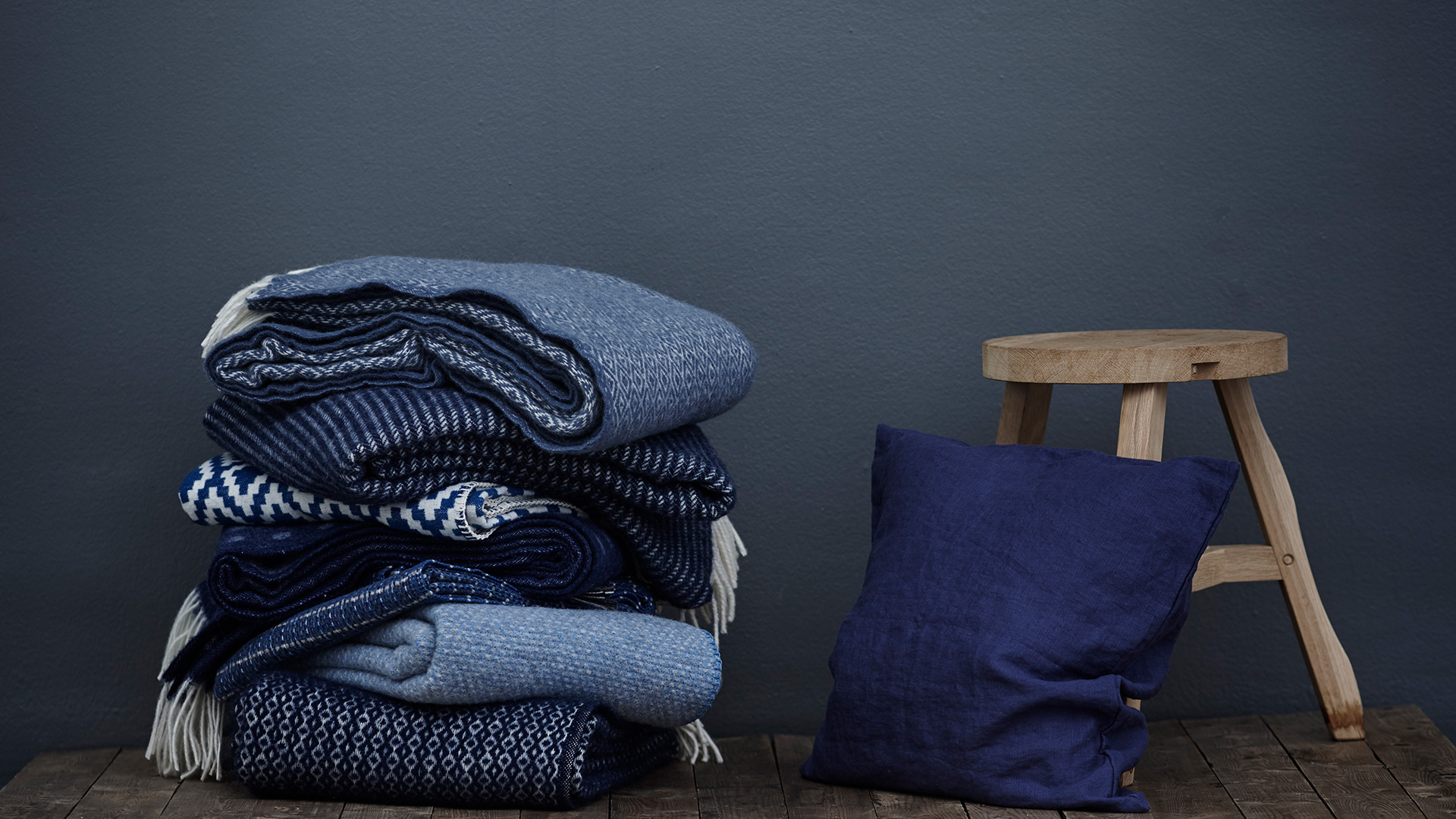 Blue-throws-and-cushion