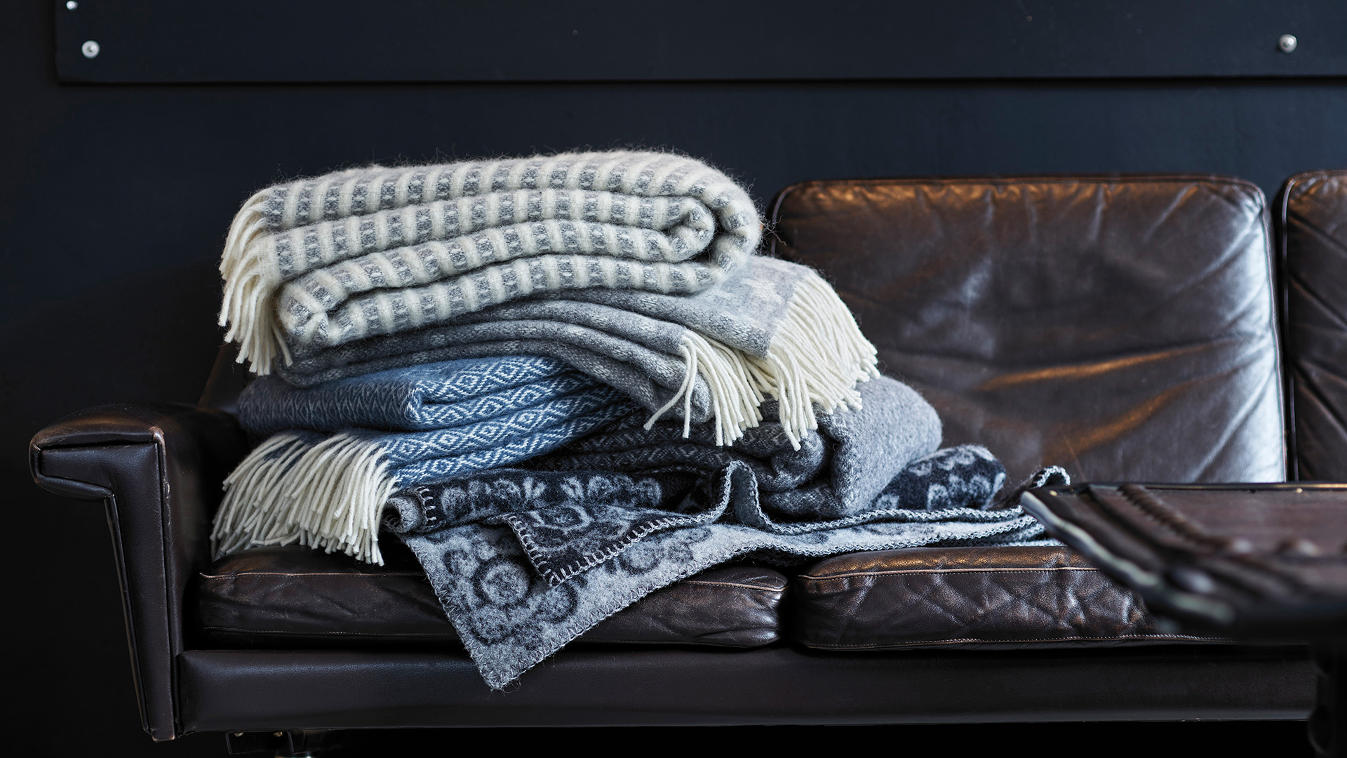 Sofa-with-throws-and-blankets